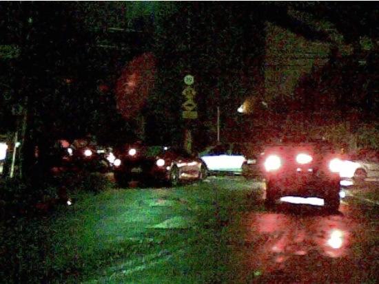 Segundo Marco Gomes: O carro a esquerda é uma Ferrari, parada no congestionamento igual todos os outros carros.