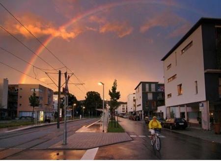 Vauban, uma cidade sem carros. Repare no arco-íris.
